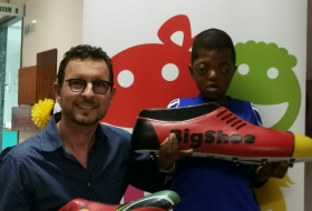 9 year old Sibabalwe Mpingelwani and his surgeon Prof. Frank Graewe and BigShoe Germany_South Africa