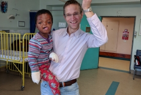 The 5 year old Ashbright with his surgeon Dr. Alexander Zühlke in Tygerberg 2018 operated on his deformed hands