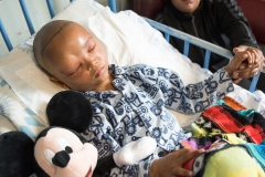 2018; Little Lesray - 6 year old boy in Tygerberghospital with BigShoe after his surgery on his Tessier cleft with his mother